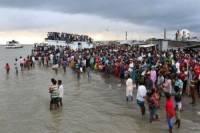 В Индонезии при крушении парома погибли не менее 10 человек