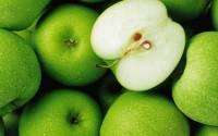 Австралийцы начали находить швейные иглы в яблоках