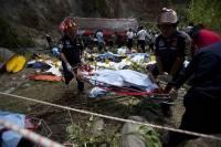 В Индонезии автобус с туристами упал в ущелье: погиб 21 человек
