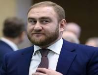 Лишенного неприкосновенности сенатора от КЧР задержали на заседании Совфеда