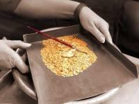 В Красноярском крае на месте прорыва дамбы нашли сейф с золотом