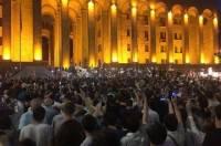 Грузинские оппозиционеры блокировали входы в парламент