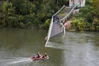 Во Франции при обрушении моста погибли два человека