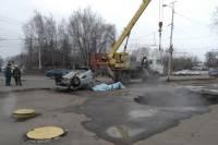 В Пензе автомобиль провалился в яму с кипятком, погибли двое мужчин