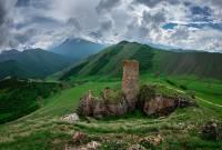 В Ингушетии из-за строительства дороги оказались под угрозой разрушения древние курганы