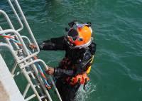 Водолазы пока не могут начать поиски матроса, пропавшего с танкера «Залив Америка» в Находке