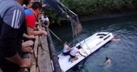 В Непале автобус сорвался в реку: погибли 15 человек