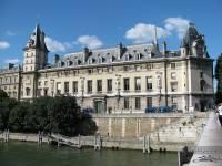 Парижских спецназовцев отправили за решетку за изнасилование иностранки в штаб-квартире уголовной полиции