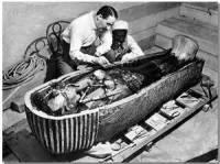 Ученые разгадали тайну темных пятен на стенах гробницы Тутанхамона