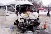 Под Ульяновском три человека погибли при столкновении микроавтобуса с фурой