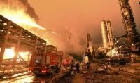 В Китае более 900 спасателей тушат пожар, начавшийся после взрыва на химпредприятии
