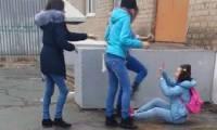 Под Астраханью подростки избили школьницу, снимая это на видео