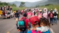 На юге Мексики более тысячи мигрантов заняли центральный парк города