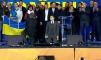 В ходе дебатов Зеленский и Порошенко встали на колени