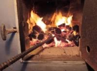 В Омске пьяный мужчина пытался сжечь в печи двухлетнего внука