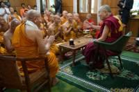 Далай-лама объяснил, существует ли он на самом деле