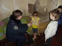 Житель Забайкалья запирал малолетних детей в холодной комнате без еды и воды