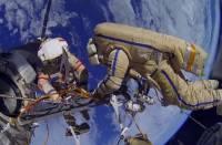 Российские космонавты Кононенко и Овчинин завершили выход в открытый космос
