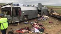 Под Челябинском при столкновении тягача и рейсового автобуса погибли два человека, еще семь попали в больницу