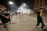 Полиция применяет слезоточивый газ и резиновые пули