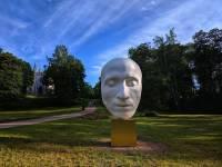 В Петергофе появилась скульптура, изображающая посмертную маску Пушкина