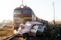 В Кузбассе компания подростков врезалась в поезд на угнанной машине