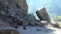 В Китае кусок скалы упал на туристический автобус: есть жертвы