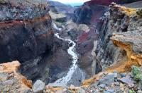 На Камчатке упал в стометровое ущелье вездеход с геологами