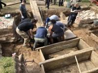 В Великом Новгороде найдена «лестница» из саркофагов домонгольского периода