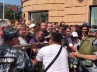 В Москве протестующие прорвали ограждение на Тверской улице