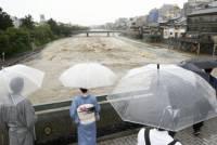 В Японии более 700 тысяч человек эвакуируют из-за сильных дождей