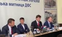 В Сети обсуждают странное поведение Зеленского на совещании в Ужгороде