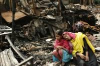 В Дакке пожар оставил без крова десять тысяч человек