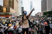 Полиция Гонконга применила против протестующих слезоточивый газ