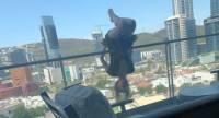 Мексиканка сорвалась с балкона 6-го этажа, занимаясь йогой на камеру
