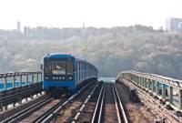 В Киеве вооруженный мужчина угрожает взорвать мост
