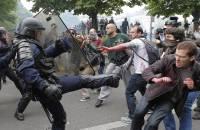 Полиция Парижа использовала против митингующих слезоточивый газ