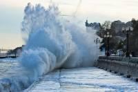 В Крыму два человека погибли во время шторма, еще один пропал без вести