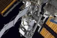 Во время выхода в космос у американской астронавтки отстегнулись видеокамера и фонарь