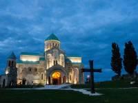 Российский подросток упал со стены древнего храма в Грузии