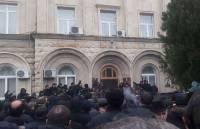 В Сухуме протестующие захватили здание администрации президента Абхазии