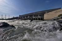 В Новосибирске умерла девушка, упавшая с дамбы ГЭС во время фотосессии
