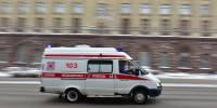 В Омске скорая помощь привезла пациентов с коронавирусом к зданию минздрава