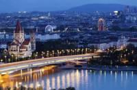 В Вене иностранная молодежь разгромила храм