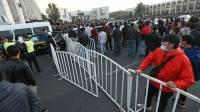 В Бишкеке милиция применяет спецсредства для разгона митингующих