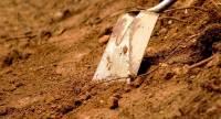 Под Иркутском дорогу посыпали песком с человеческими костями