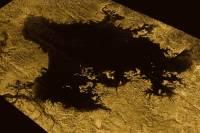 Ученые заподозрили присутствие водного льда в кратерах на поверхности Титана