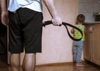 В Татарстане супругов подозревают в истязании четырех детей