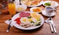 После плотного завтрака сжигается вдвое больше калорий