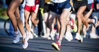 Француз, находящийся на карантине, пробежал марафон на балконе